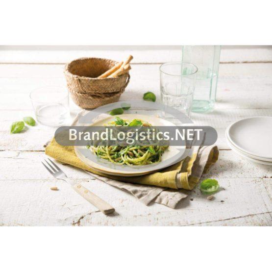 Blue Box Spaghetti mit Barilla Pesto Genovese, Pinienkernen und frischem Basilikum