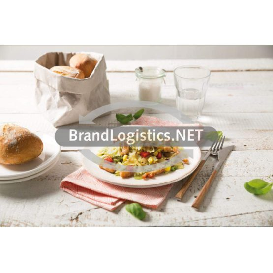 Blue Box Farfalle Pastasalat mit Barilla Pesto Genovese, gebratenem Truthahn und roter Paprika