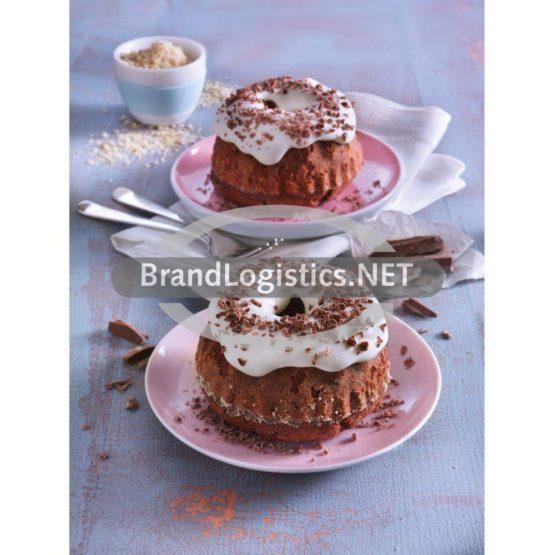 Kleine Schokoladenkuchen mit Sahne