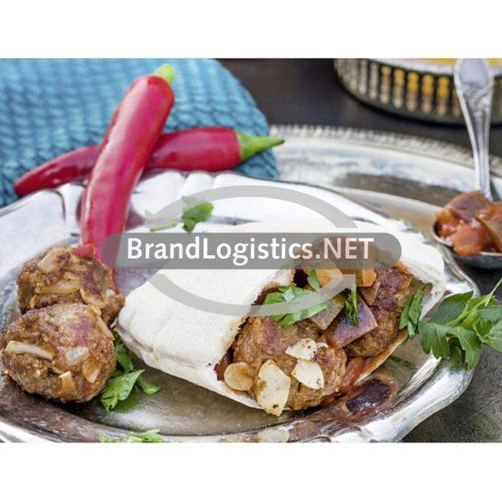 Pita mit orientalischen Hackfleischbällchen und Auberginensalsa