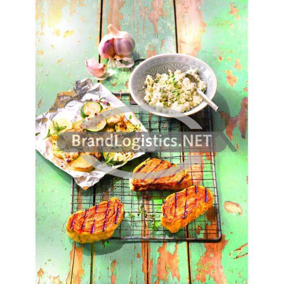 BBQ-Grillers mit gegrillter Zucchini und Ziegenkäse