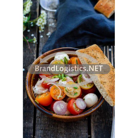Bunter Tomatensalat mit Gourmet Focaccia Sour Cream