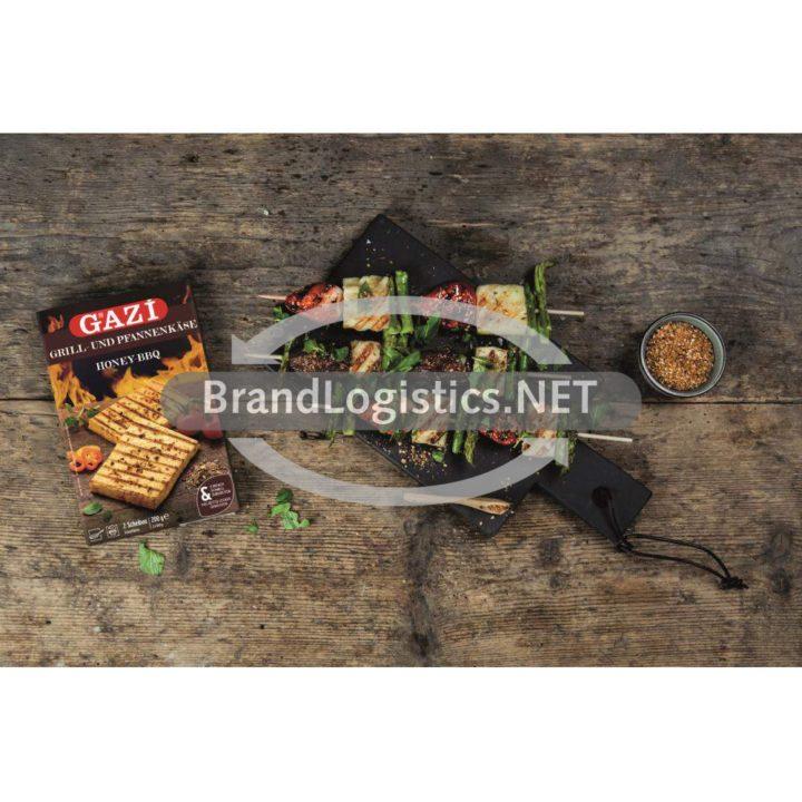 HoneyBBQ-Grillkäse-Spieße mit Erdbeeren, Datteln, grünem Spargel und Dukkah