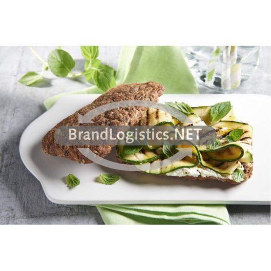 Toastbrötchen mit gegrillter Zucchini, Frischkäse und Minze