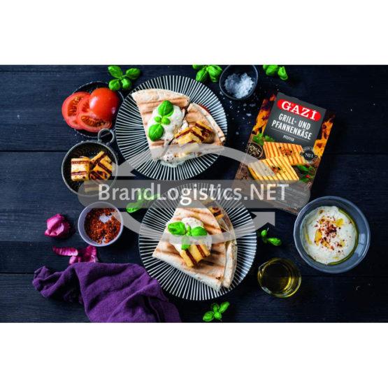 Grill-Wrap mit GAZİ Grill- und Pfannenkäse Pfeffer, Tomaten, roten Zwiebeln und Joghurt-Dip